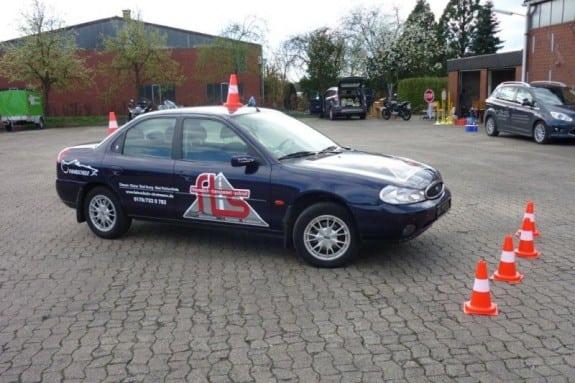 Fahrschulfahrzeug - Übungsplatz